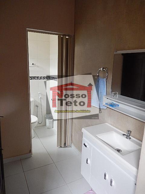 casa térrea com 03 dormitórios (1 suíte), sala c/ varanda, copa / cozinha com armário, banheiro...