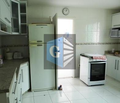 linda casa duplex, novíssima, piso porcelanato. 1º pavtº: varandão -salão - lavabo - copa-cozinha montada- despensa...