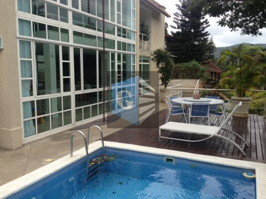 Cond.fechado -Linda casa -4qts -2suítes - 2vagas -piscina,etc...