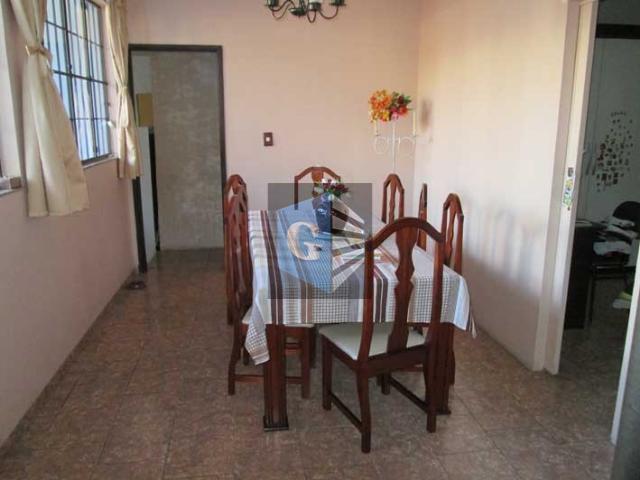 """fonseca-casa em rua tranquila. 1º pav: varanda, sala """"2 ambs"""" - 2quartos- 2banheiros sociais copa/cozinha -..."""