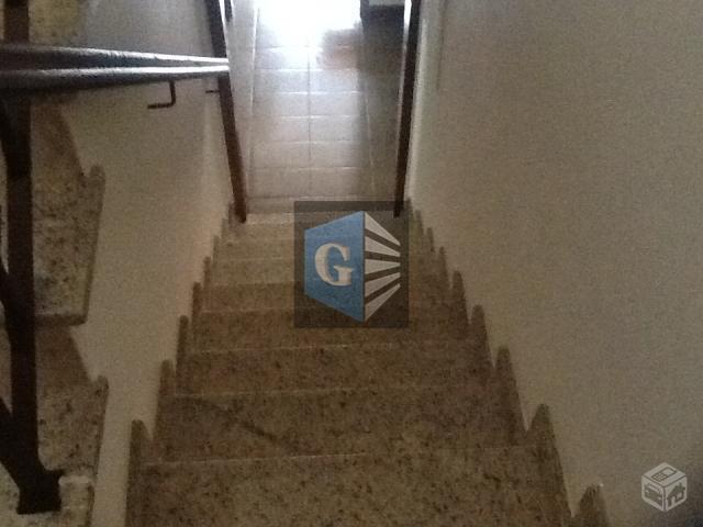 linda casa c/ 2pavimentos- toda piso frio - montada - varandão - salão (32m²), 3 quartos-...