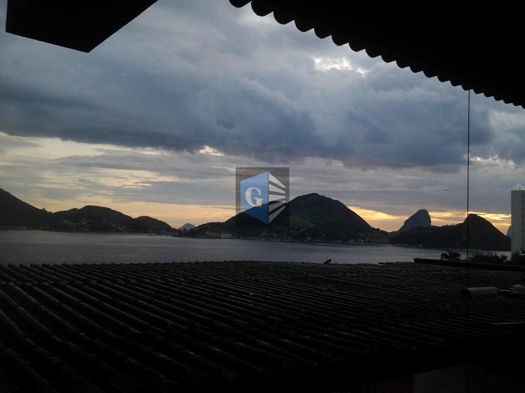São Francisco), fte mar - Projeto  arq. Sérgio Bernardes.- salões - 7quartos (5 suites) -deps - área livre - 2vagas.