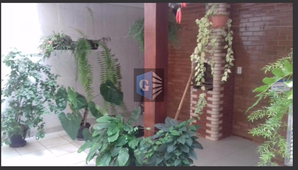 .INGÁ- CASA de VILA - toda reformada - cerâmica Porto Belo -     2 varandas - 2 salas - 3quartos - 3suítes - deps - quintal.
