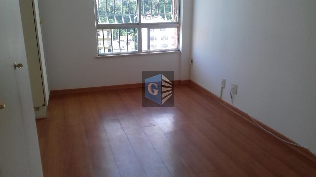 apartamento amplo em icaraí para locação- 03 quartos senso 01 suíte, armários, dependências, vaga de garagem,...