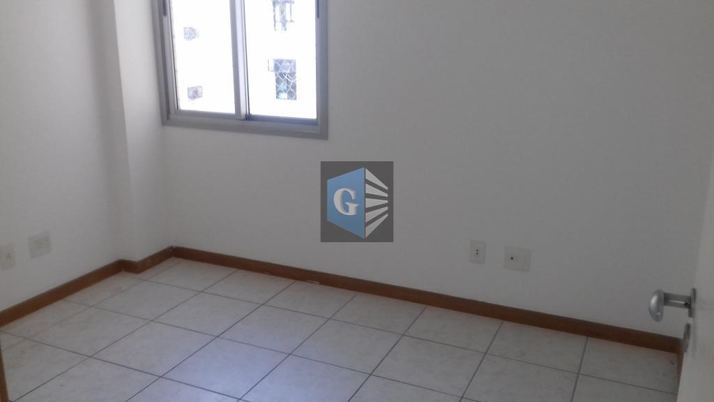 apartamento bem localizado no ingá, sol da manhã, frente, varanda, sala, 2 quartos, suíte, cozinha, banheiro,...