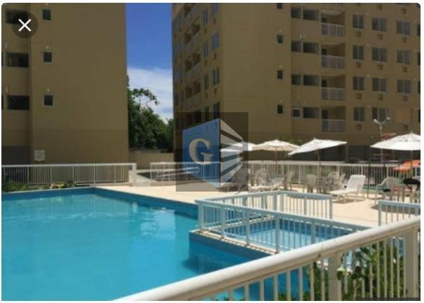 Apartamento com 3 dormitórios à venda, 69 m² por R$ 320.000