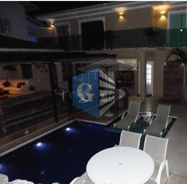 magnífica residência em condomínio de luxo em piratininga! de projeto arquitetônico único, clara e arejada, muito...