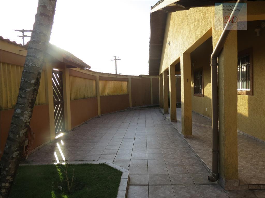Casa com 3 dormitórios e edicula a venda no bairro Bopiranga em Itanhaém