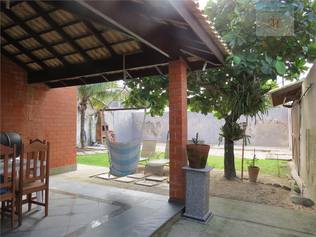 Sobrado com 3 suítes no bairro Tupy a venda em Itanhaém