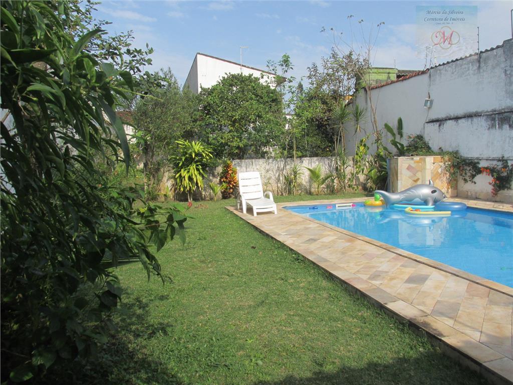 Casa com 2 dormitórios, piscina e pomar a venda no bairro Suarão em Itanhaém