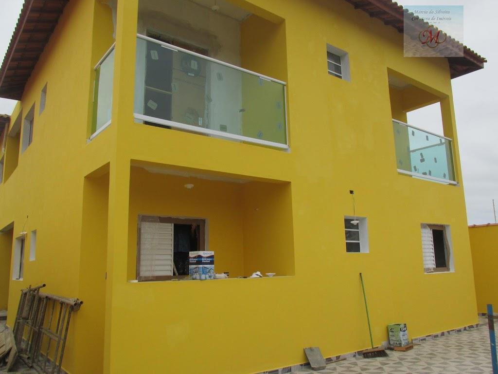 Casa sobreposta de 2 dormitórios com suíte a venda no bairro Nova Itanhaém