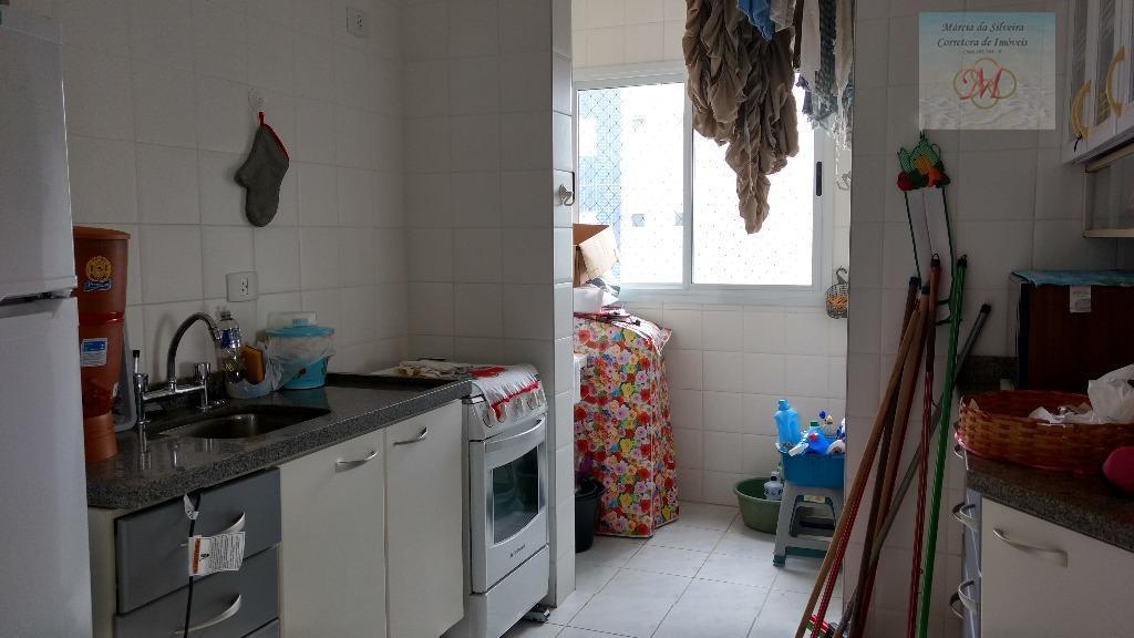 apartamento amplo no bairro satélite.ótima localização! pertinho do centro de itanhaém.3 dorms (sendo 1 suíte), sala...