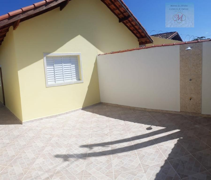Casa geminada com suíte a venda no bairro Jardim Magalhães em Itanhaém