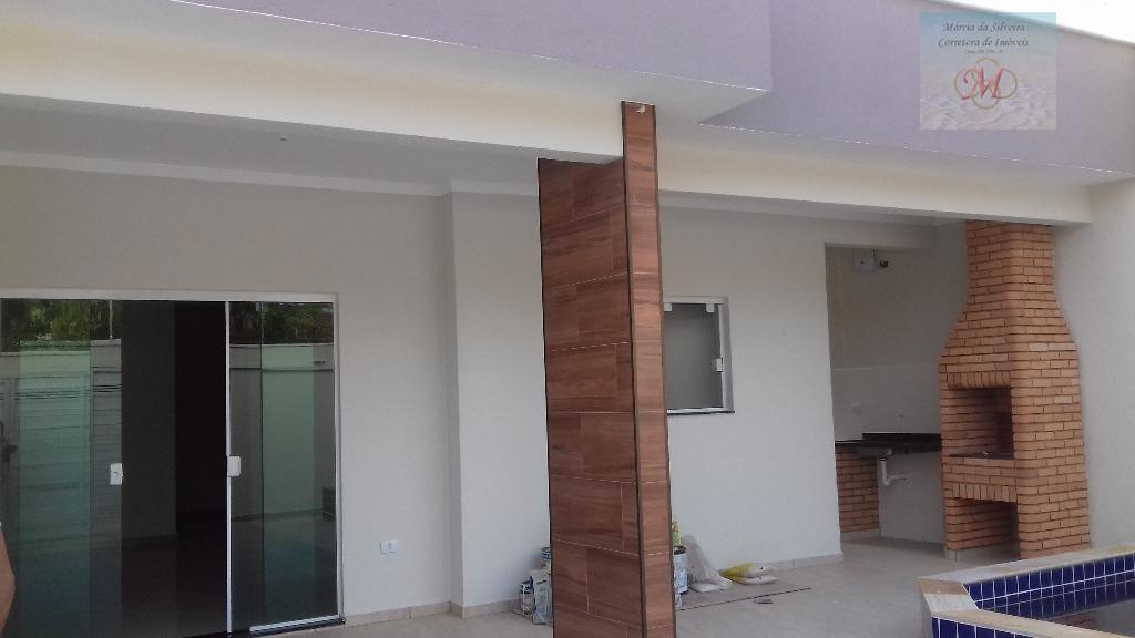 Maravilhosa casa a venda com piscina no Suarão, 1 quadra da praia