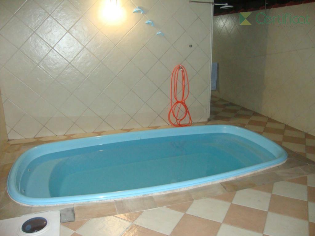 Casa com piscina para locação, excelente localização