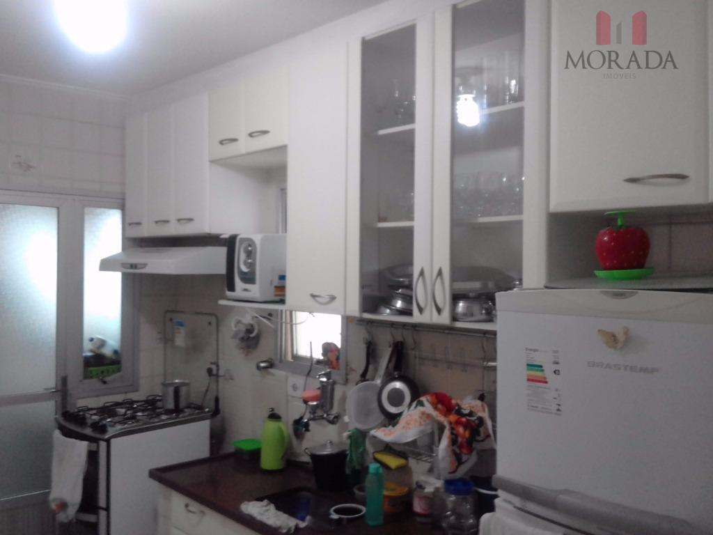 3 dorms, sendo 1 suíte, sala, cozinha, wc social, área de serviço. com armários nos dorms...