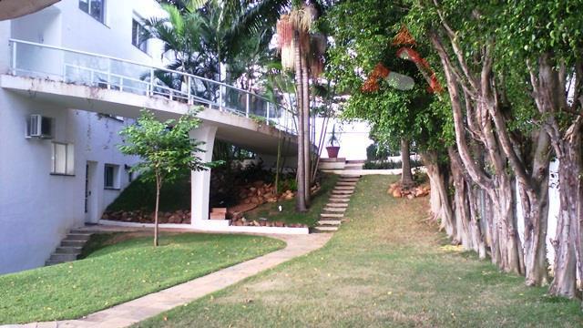 casa alto padrão, com 4 suítes, 1 escritório completo, totalmente isolada com jardins, salas e dormitórios...