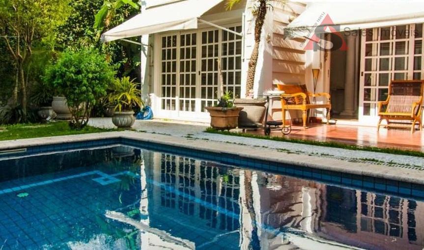 Brooklin Velho, sobrado com piscina e quintal, 4 suítes.