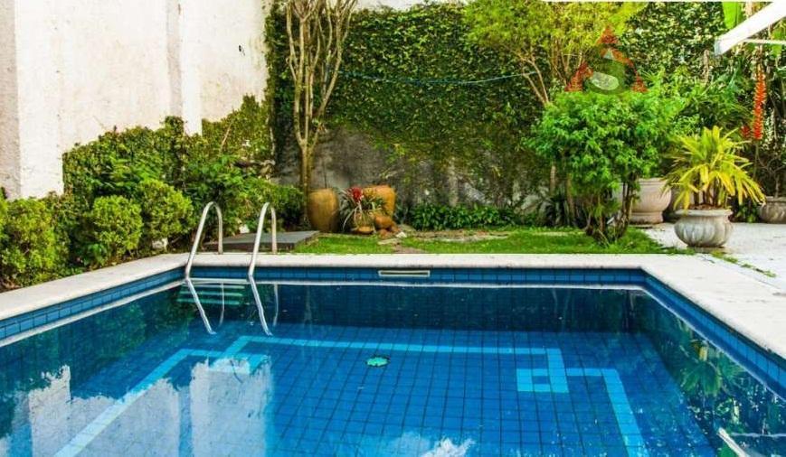 maravilhoso sobrado, localizado em rua tranquila e arborizada. são 375 m² de área construída, 300 m²...