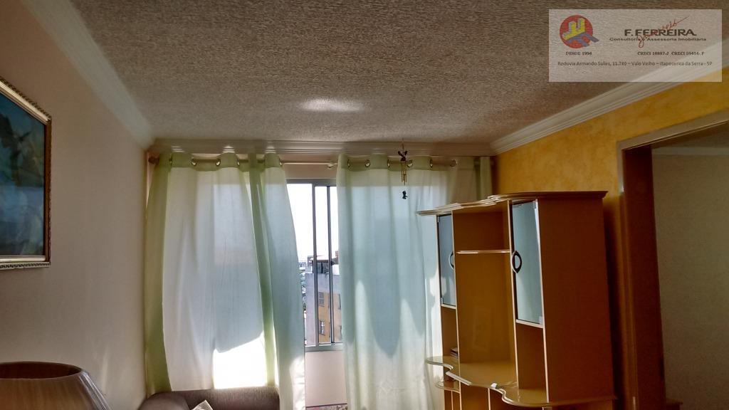 1 apartamento com 3 dormitórios,1 sala, 1 cozinha,1 banheiro e 1 vaga de carro.