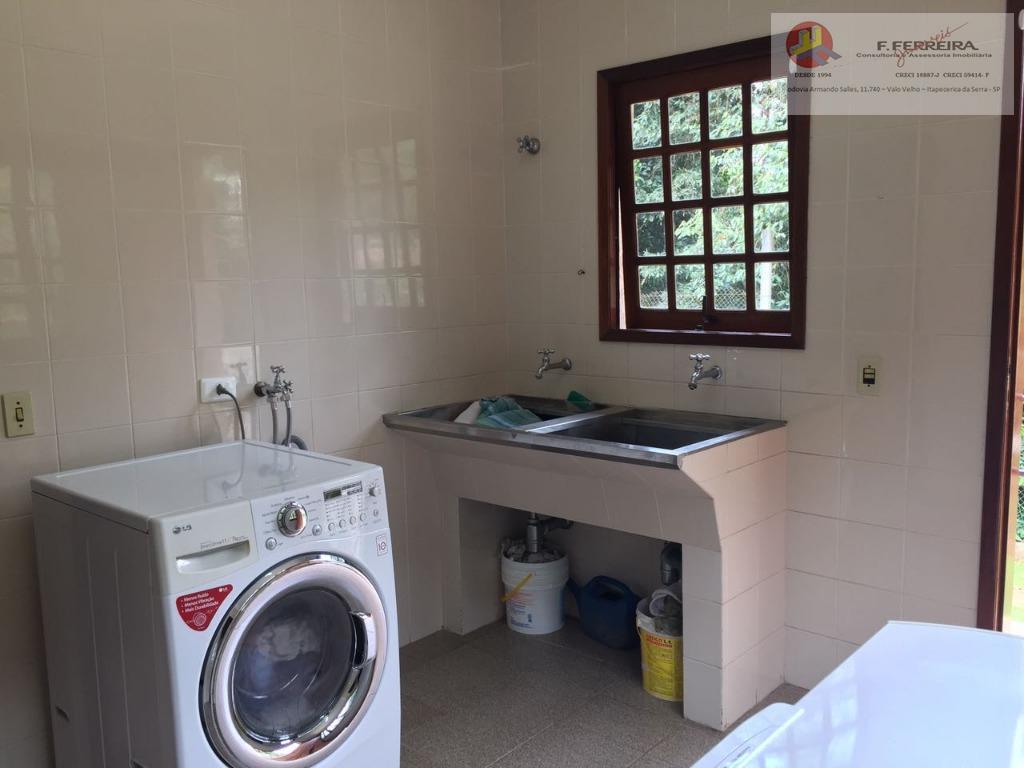 casa com 02 dormitórios,01 suíte master com hidro e closet,01 sala com lareira,01 sala de estar,...