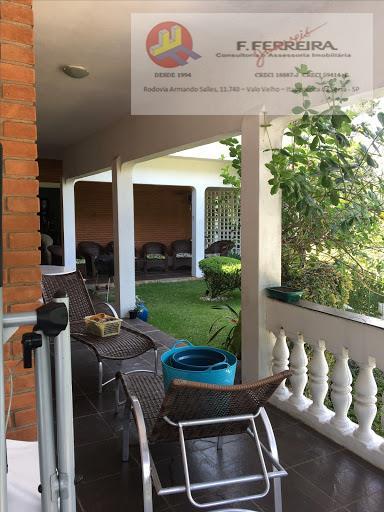 casa ampla com piscina  e 4 dormitórios com potencial para criação de cachorros.