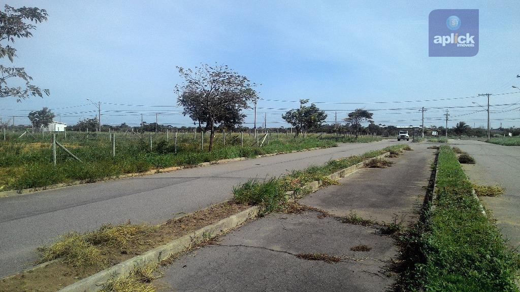terreno em portal de manguinhos, na avenida principal, excelente ponto de comércio em um bairro que...