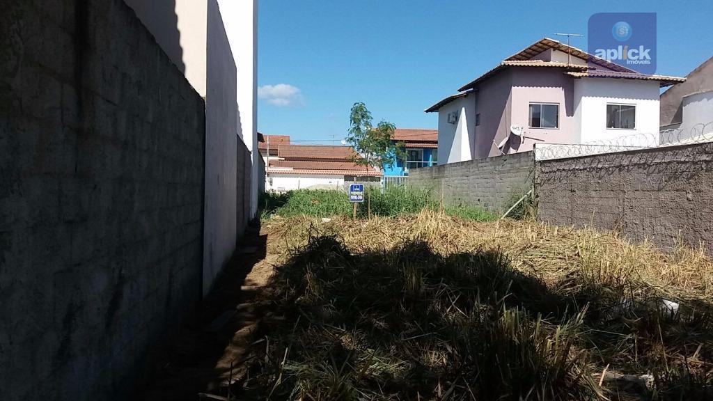 excelente lote com 200m² localizado em rua tranquila, próximo a avenida central de morada de laranjeiras.
