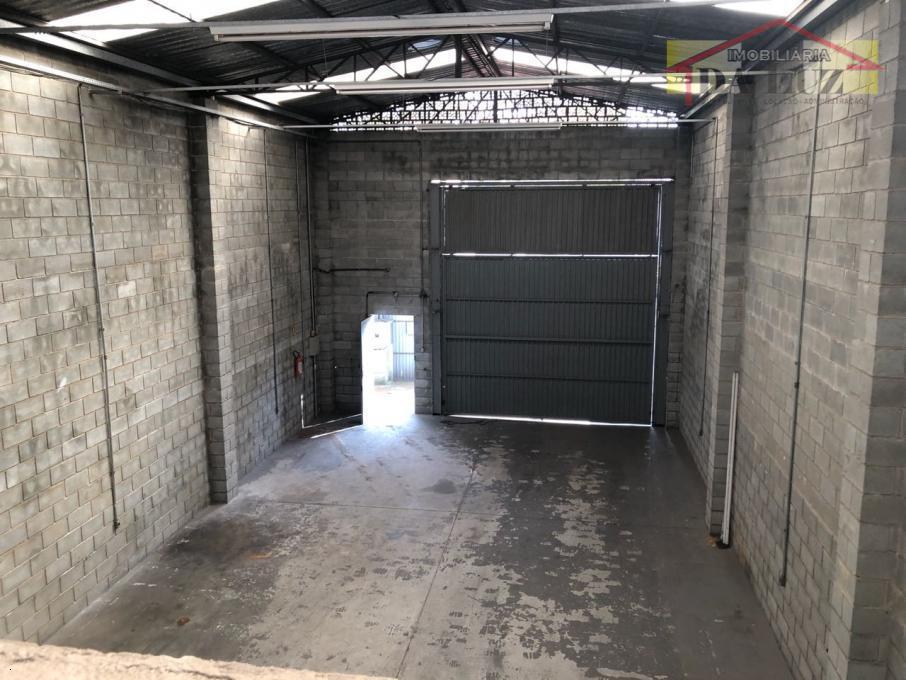 galpão comercio/industrial de 200 metros, 2 vagas de garagem. em excelente localização.