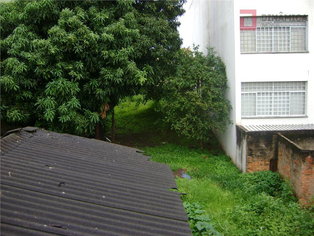 casa antiga na rua joão pinheiro, com 637,81 de terreno, sendo que os fundos dá frente...