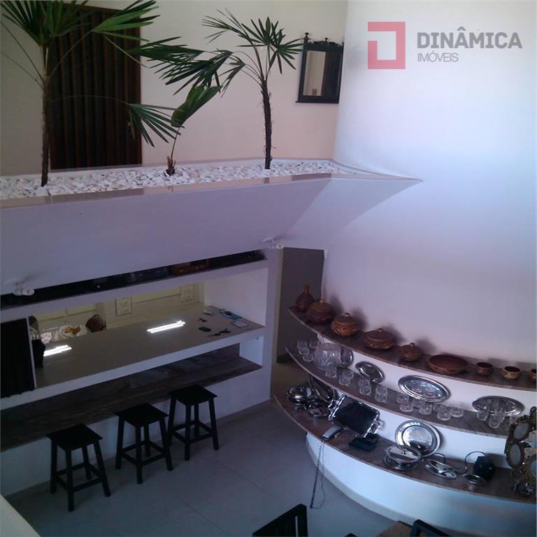piso térreo: sala 3 ambientes, lavabo, cozinha com armários, despensa, 1 quarto.andar de cima: sala de...