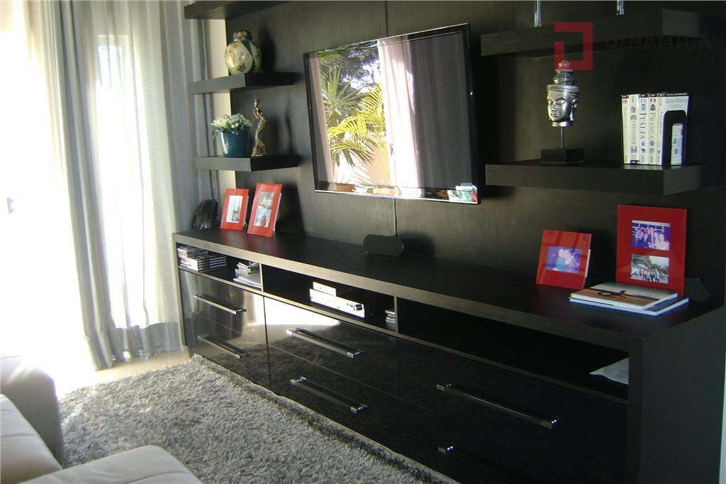 garagem p/ 03 carros paralelos, sala social/jantar, lavabo, 01 suíte com armário, cozinha planejada c/ despensa...