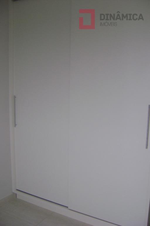 02 quartos com armários embutidos (sendo 01 suíte com gabinete sob a pia/blindex) sala de jantar...
