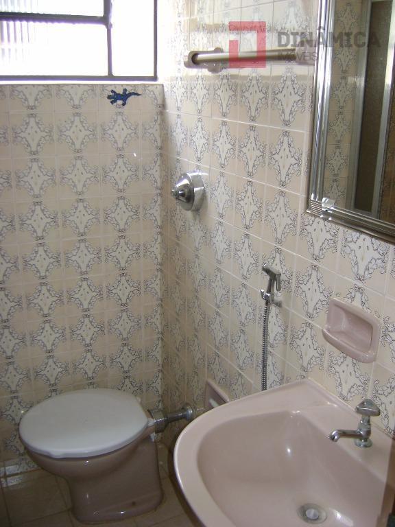 03 quartos c/ armários (sendo 01 suíte c/ blindex e gabinete, banheiro todo novo), sala, copa/cozinha...
