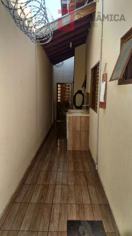 03 quartos (sendo 01 suíte com blindex e gabinete sob a pia) sala dois ambientes, cozinha...