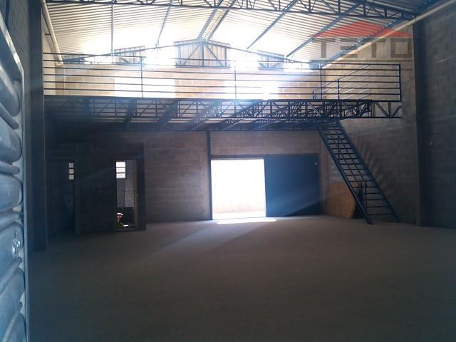 galpão industrial com 250m2 de área de terreno, 220m2 de área construida, mezanino, porta automática, força...