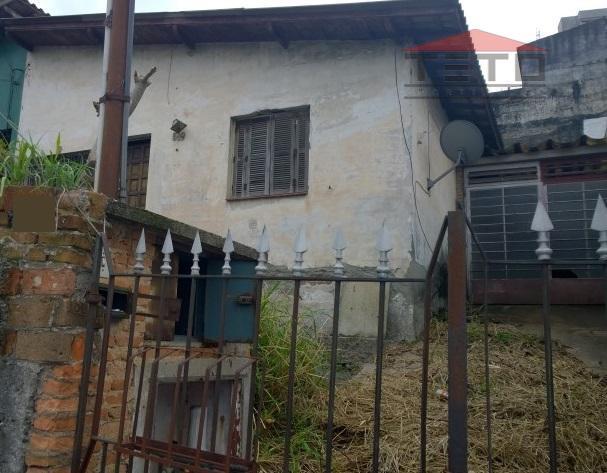 casa térrea antiga, pode ser recuperada mas está sendo vendida pelo valor do terreno. terreno 10x27,...