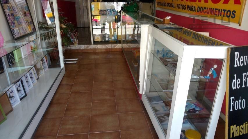 sobrado comercial composto por salão ao nível da rua + salas no segundo andar, entrada lateral;...