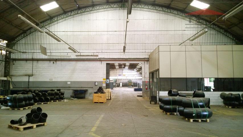 galpão industrial com 10.800m2 de área construída em terreno de 20.300m2. localização estratégica com acesso direto...