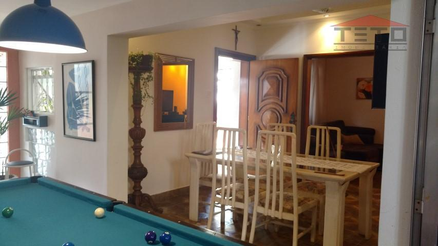 linda casa térrea em bairro residencial, 264m2 de área construida em terreno de 10x25; 4 dormitórios...