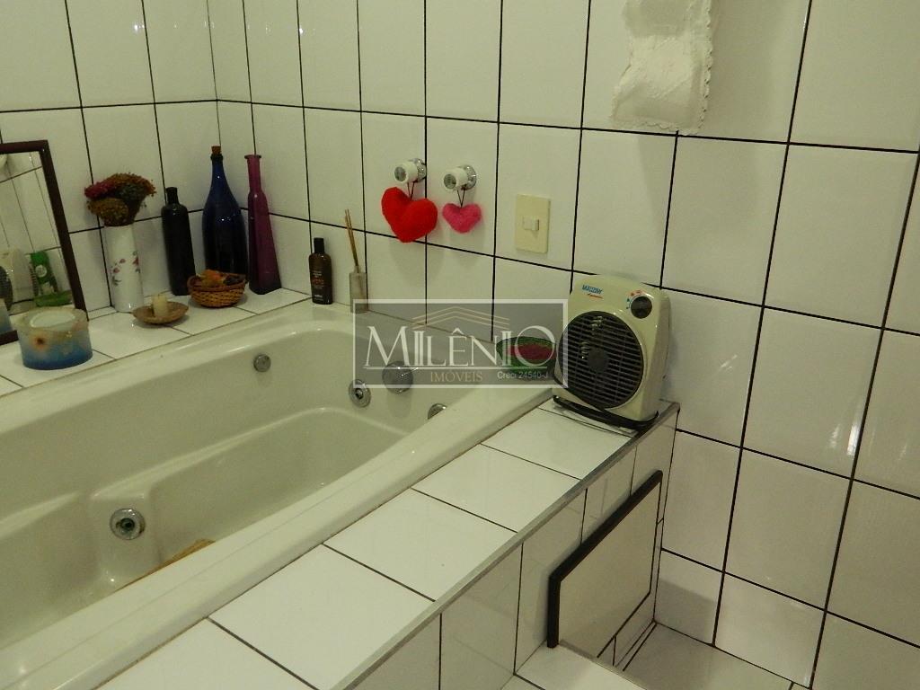 Casa de 4 dormitórios em Vila Inglesa, São Paulo - SP