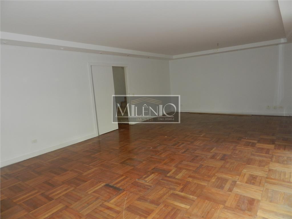Casa de 4 dormitórios à venda em Vila Nova Conceição, São Paulo - SP