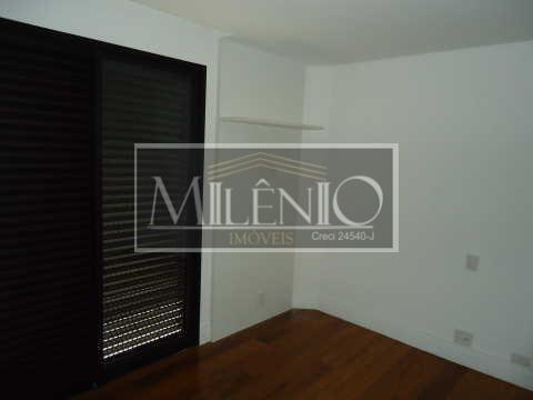 Cobertura de 4 dormitórios em Vila Nova Conceição, São Paulo - SP