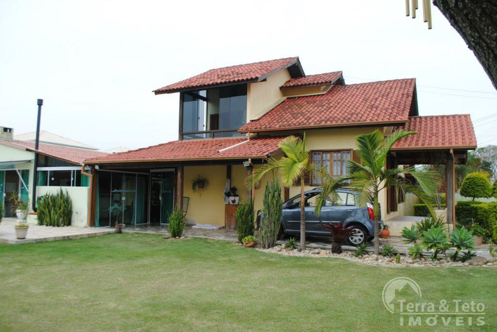 Casa ampla com 4 dormitórios nos Ingleses