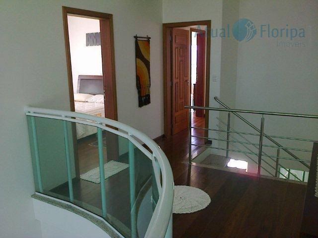 alto padrão! linda casa de 2 pavimentos, mobiliada! 5 suítes sendo 1 com hidro, 2 demi-suítes,...