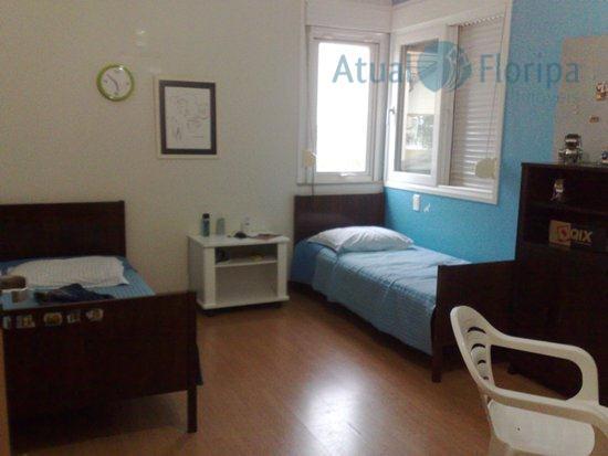 excelente casa de 2 pavimentos com 4 dormitórios sendo 1 suíte com closet e hidro, 1...