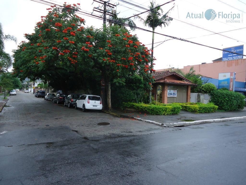 Casa de esquina na Av. Madre Benvenuta.