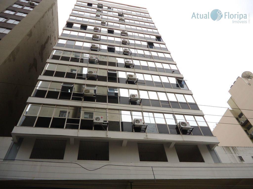 Apartamento 2 dormitórios com dependência de empregada.