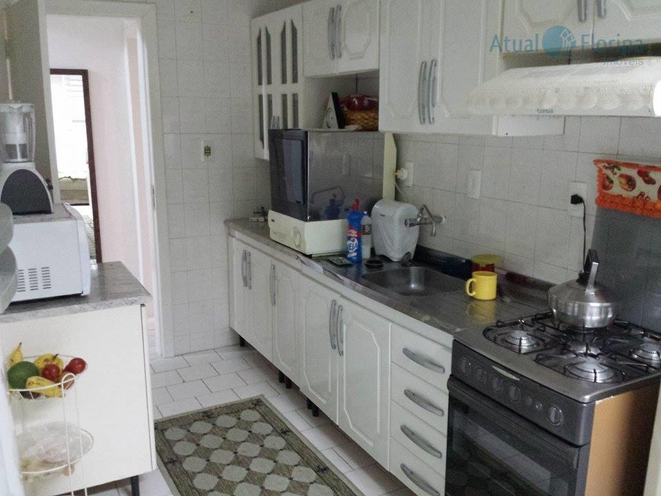 apartamento com dois dormitórios, banheiro, sala, cozinha com copa, área de serviço. 1 vaga de garagem...