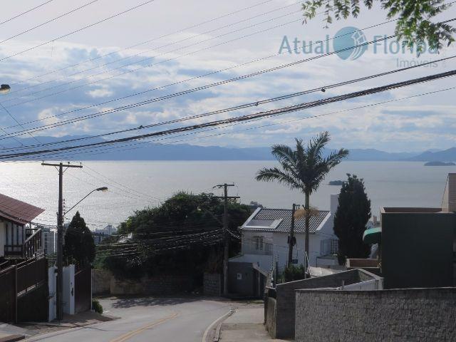 terreno no morro da cruz, com linda vista para o mar! área de 585m2 em declive,...